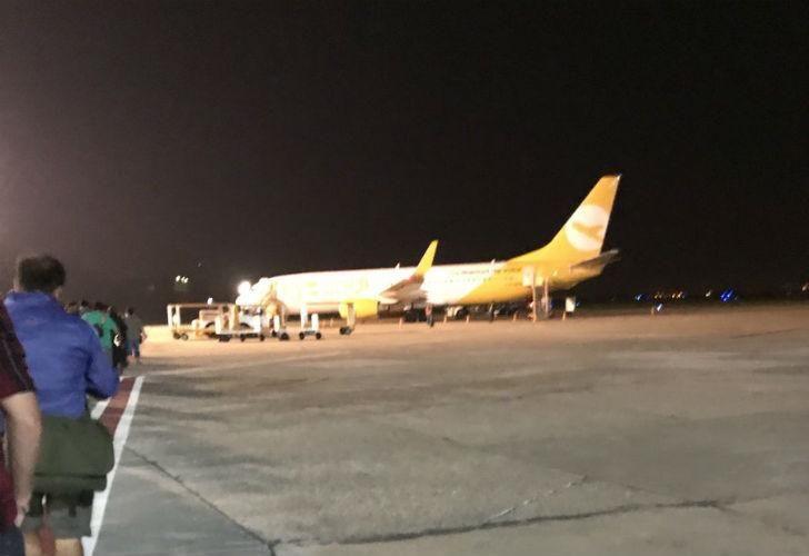 El avión de Flybondi que sufrió el desperfecto técnico.