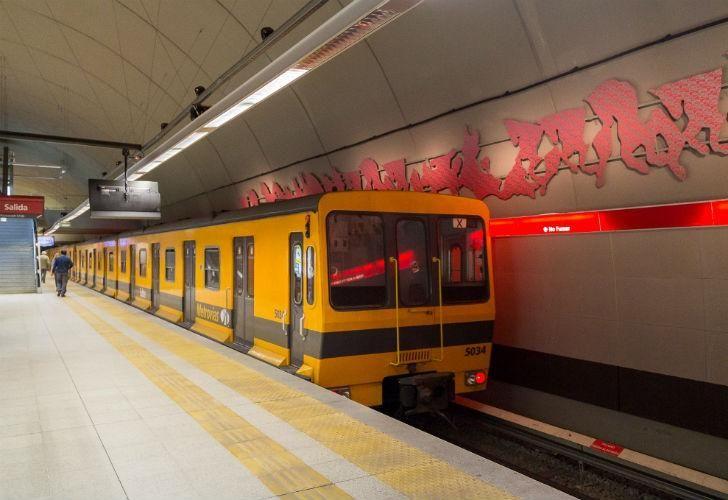 Los vagones de la Línea B serán investigados por supuesta presencia de asbesto, un material cancerígeno.