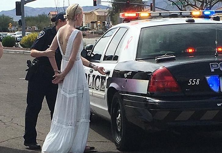 Amber Young fue arrestada cuando iba camino al altar.