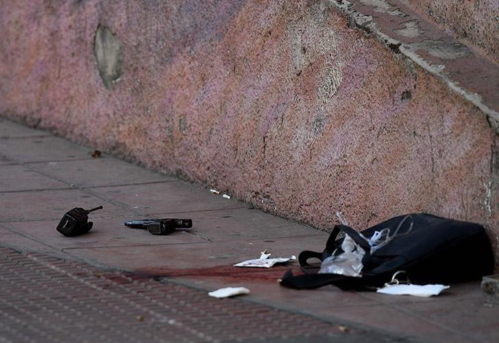Uno de los policías heridos esta tarde tras un tiroteo en el barrio porteño San Telmo fue trasladado vía aérea al Hospital Churruca, mientras que a los otros dos baleados los llevaron al Argerich.