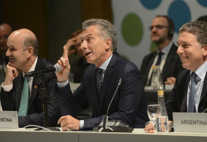 El presidente Mauricio Macri durante el cierre de la reunión de ministros de finanzas y bancos centrales del G20 junto al ministro de Hacienda, Nicolás Dujovne, y el titular del Banco Central de la República Argentina, Federico Sturzenegger.