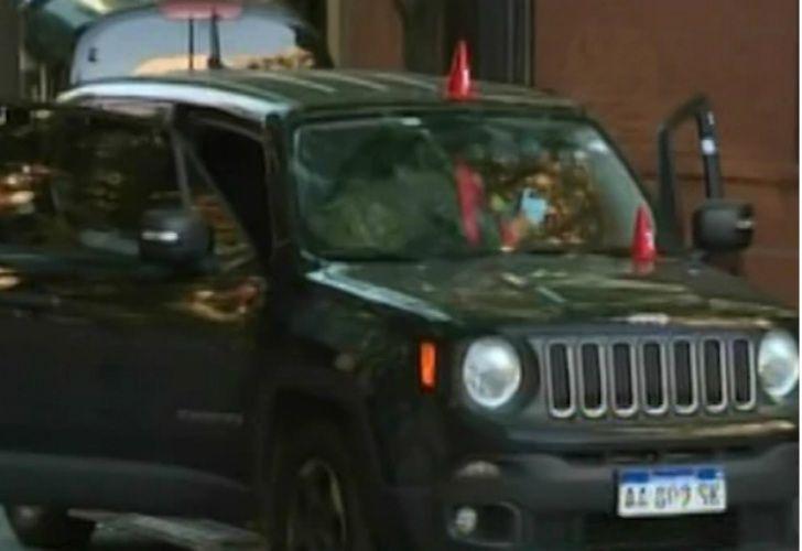 La camioneta Jeep en la que se manejaba la banda.