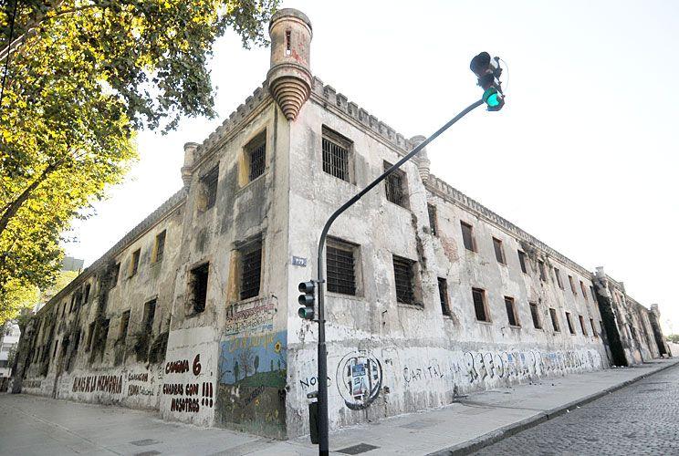 DESTINO. Tras las obras en la ex prisión, Bolívar 1 y el edificio de la AGIP quedarán vacíos y podrán ser vendidos.
