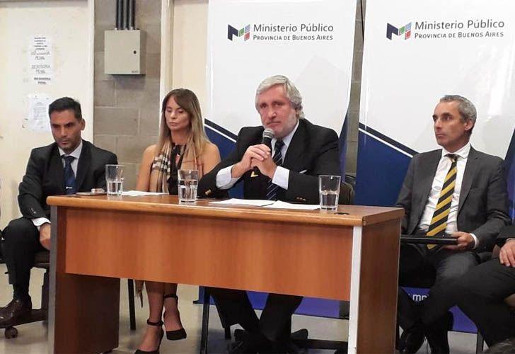El procurador bonaerense Julio Conte Grand junto a María Soledad Garibaldi, fiscal que investiga los supuestos abusos en Independiente.