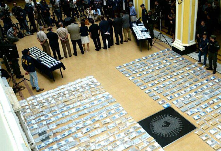 Dos policías de narcotráfico de la Federal detenidos sospechados de quedarse con dinero secuestrado en el  operativo