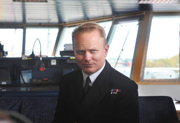 Capitan del HMS Protector, Matt Syrett