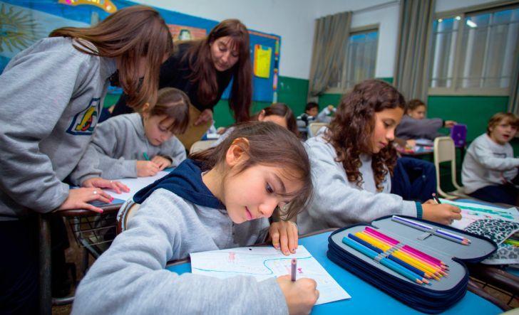 EN LAS AULAS. La cartera de Educación muestra una subejecución de $700 millones. Para el Gobierno provincial se explica por envíos que no llegan desde la Nación