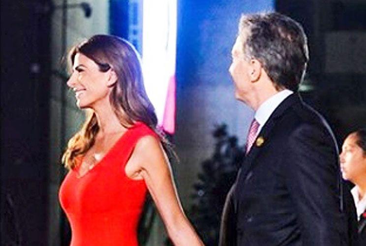 Ella. Con Mauricio Macri en la octava Cumbre de las Américas.