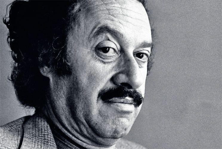 Polígrafo. Además de poeta, Enrique Lihn (1929 - 1988) fue novelista, cuentista, ensayista y dibujante.