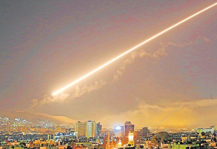 Bombardeo. Los misiles Tomahawk destruyeron edificios del Centro de Estudios y de Investigaciones Científicas de Siria, donde el régimen desarrollaría armas químicas.