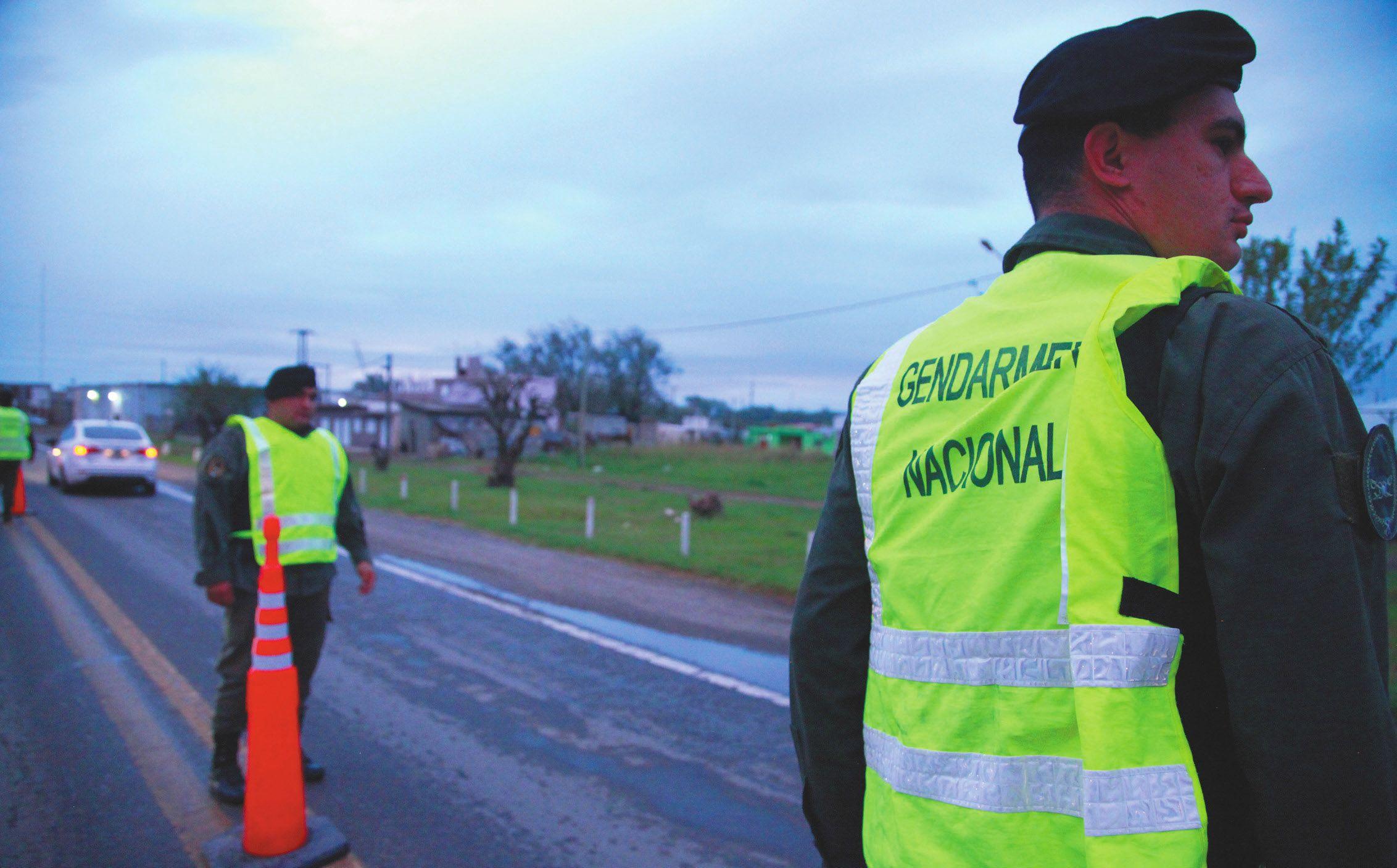 """DESEMBARCO. En Josefina pidieron la presencia de Gendarmería en la zona de la """"triple frontera"""" ante el avance narco. Bullrich accedió."""