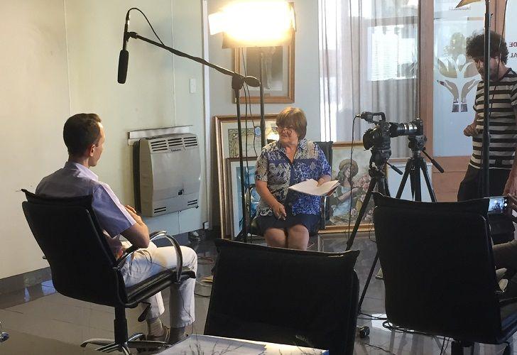 TRABAJO DE CAMPO. La especialista María Teresa Toniolo, coordinadora académica del proyecto, entrevista a un hablante.