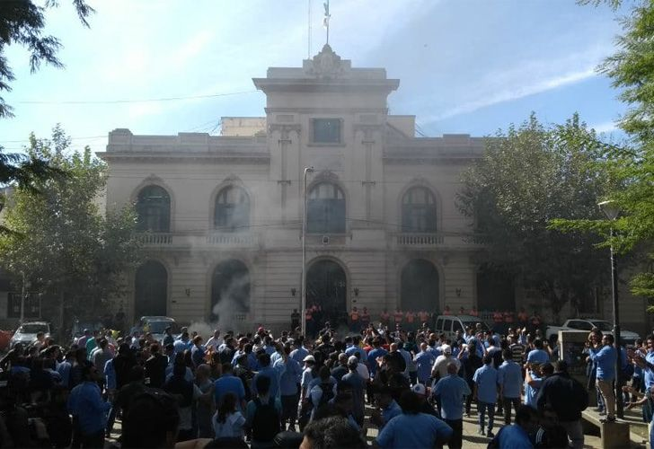 Protesta de choferes frente a la municipalidad de La Matanza.