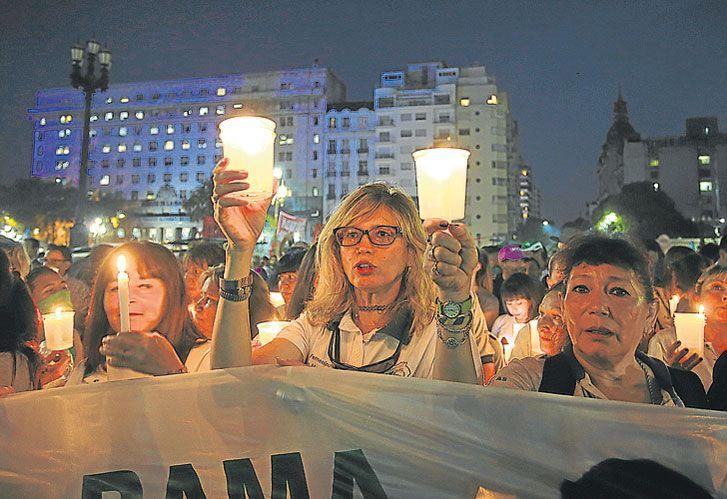 LAS PROTESTAS de las velas por el aumento de las tarifas, casi lo único en lo que el Gobierno fue ortodoxo.