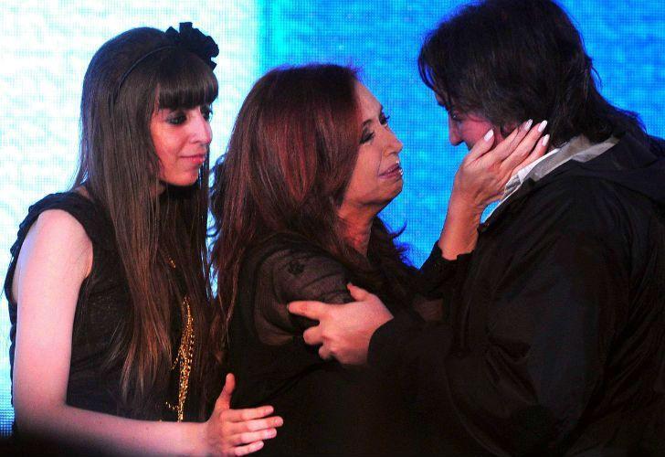 Cristina Kirchner junto a Máximo y Florencia.