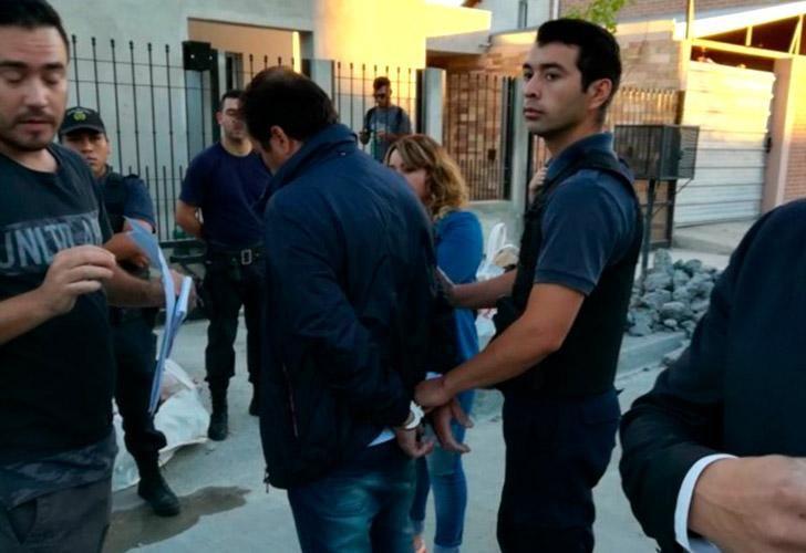 Los detenidos, dos funcionarios continuaban en funciones.