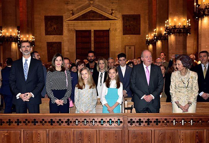 Letizia impide foto de sus dos hijas con la reina emérita Sofía