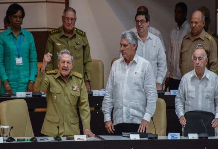 Sin elecciones, el PC designa hoy en Cuba al sucesor de los Castro