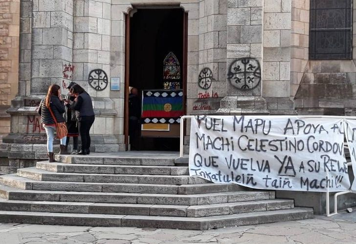 Mapuches tomaron pacíficamente la Catedral de Bariloche