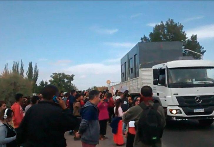 Tensión en un corte contra el fracking en San Carlos — Mendoza