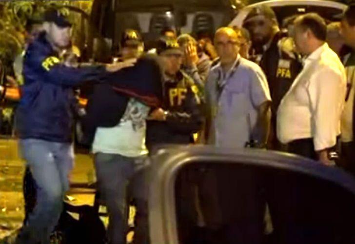 Tiroteo y persecución en Villa Insuperable: cuatro detenidos y un arsenal secuestrado