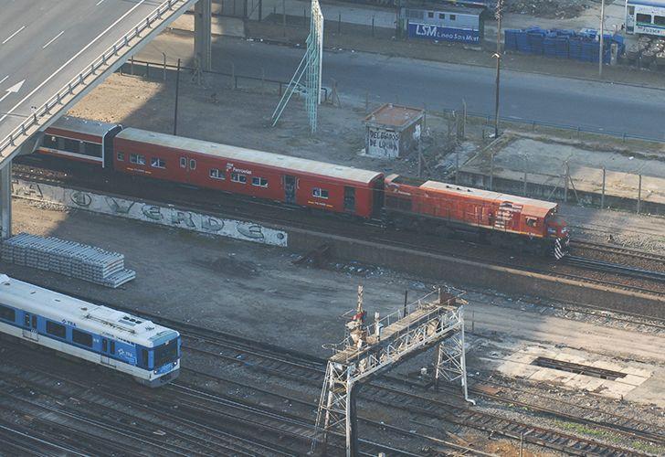 Un policía de civil mató un ladrón arriba del tren