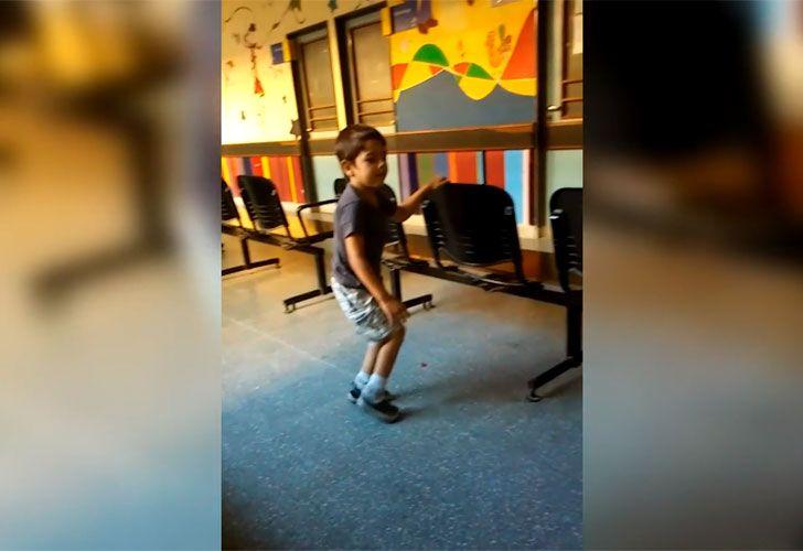 Tras cinco años de rehabilitación, Lorenzo dio sus primeros pasos