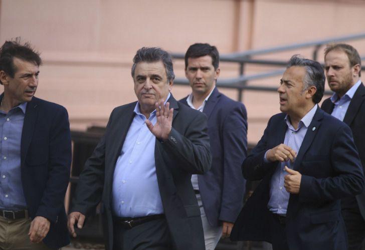 El jefe del bloque radical, Mario Negri, llegando a la reunión en Casa Rosada