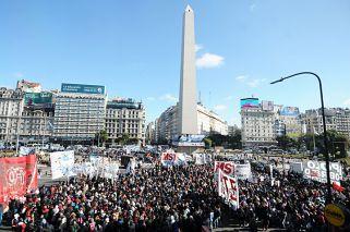 Cortes y caos de tránsito en el Centro porteño por marcha de Barrios de Pie