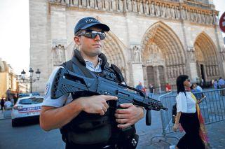 Custodia. Imán del turismo mundial, la catedral tenía ayer un fuerte despliegue de seguridad.