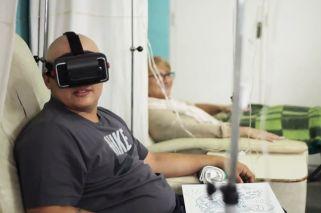 Experiencia. Provistos de celulares y cascos, los pacientes del Hospital de Clínicas pueden disfrutar de paisajes de playas o montañas en videos 360.