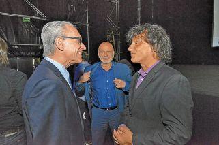 Encuentro. El ministro de Cultura porteño, Angel Mahler, con José Miguel Onaindia y Jorge Telerman.