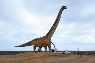 Construyeron en Trelew una réplica a tamaño real del Titanosaurio