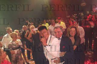 Trencito. El gastronómico y su esposa, Graciela Camaño, se lucieron en la pista. Hubo torta de tres pisos, sushi y champagne.