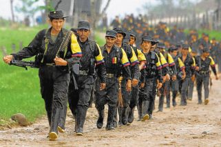 GUERRILLA. Muchos pobladores y campesinos deciden dejar sus tierras tras sufrir ataques o amenazas por parte de grupos armados como las FARC, y deciden radicarse en Argentina por su cercanía e idioma.