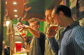 Científicos logran una cerveza de contenido 100% local