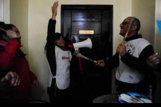 Docentes ocuparon el ministerio de Economía en Santa Cruz