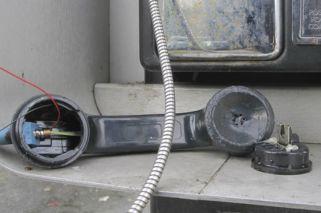 Teléfono descompuesto a la violencia de género