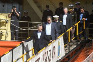 Macri visitó el rompehielos Irízar en Puerto Madero