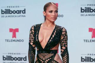 Jennifer Lopez derrochó sensualidad en los Premios Billboard 2017