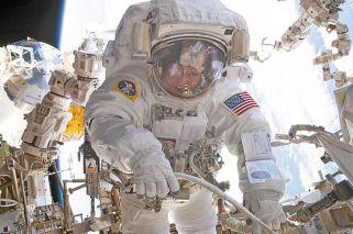Histórica caminata espacial de dos astronautas de la NASA