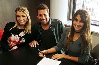 Socios. En 2016, Ricky Sarkany viajó a Barcelona para firmar sociedad con Balbi y Roccuzzo.