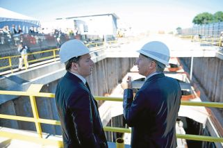 En marcha. Tras ser lanzada varias veces en la era K, donde se la adjudicó al consorcio liderado por Odebrecht, Macri retomó la obra del Sarmiento, que visitó el año pasado con el entonces premier italiano, Matteo Renzi.