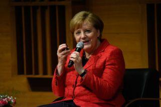 Merkel habló de cambio climático y robotización con científicos