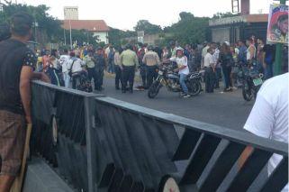 Colectivos chavistas atacaron un centro de votación