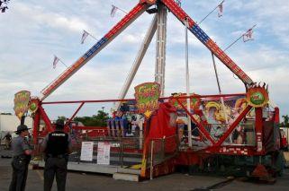 Tragedia en Ohio: un juego mecánico se derrumbó y lanzó gente por el aire
