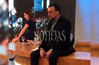 Navarro devastado mientras escucha el discurso de Macri