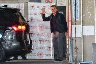 Tras la operación, Macri salió caminando del sanatorio