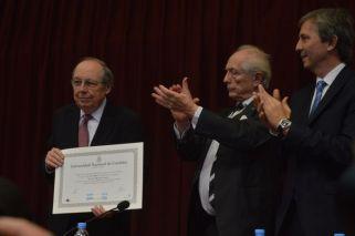 Calvo recibió el doctorado Honoris Causa en la Facultad de Ciencias Económicas de la UNC.