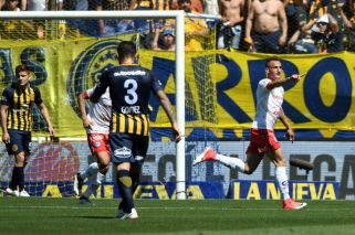 Argentinos goleó en Rosario y le dio otro mazazo a Central